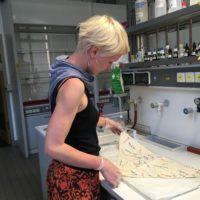 Hannah Buchholz, Masterstudentin der Konservierung und Restaurierung im Labor der HTW/Berlin