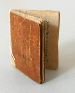 Adressbüchlein. 4,7 x 4,0 cm, MGR V1832 F2